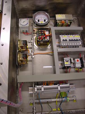 Binnenzicht van een RVS 316 control box ExdIIB
